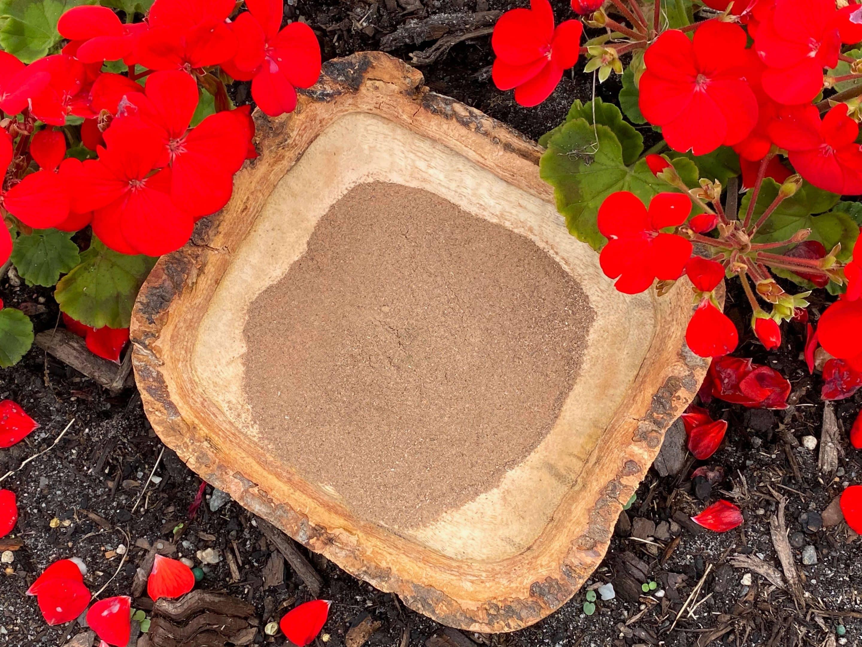Red lotus flower powder